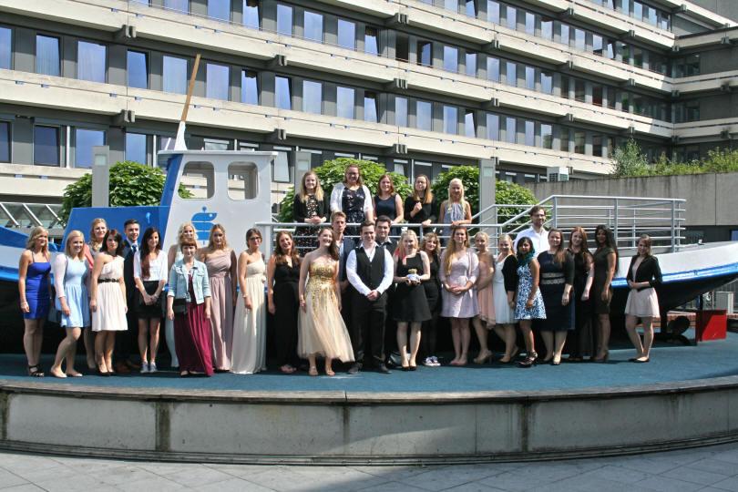 11e897dd86f3b Auch in den letzten Jahren konnten die Sana Kliniken Duisburg immer wieder  einen großen Teil der Absolventen übernehmen.